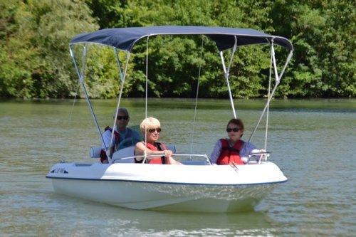 bateaux lectriques sans permis. Black Bedroom Furniture Sets. Home Design Ideas